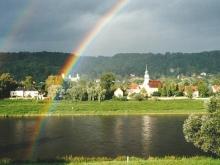 Ausblick vom Kleinzschachwitzer Ufer mit Regenbogen - Vielleicht können Sie das auch bald erleben.