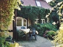 Terrasse am Ferienhaus in Dresden Kleinzschachwitz - direkt am üppigen Garten